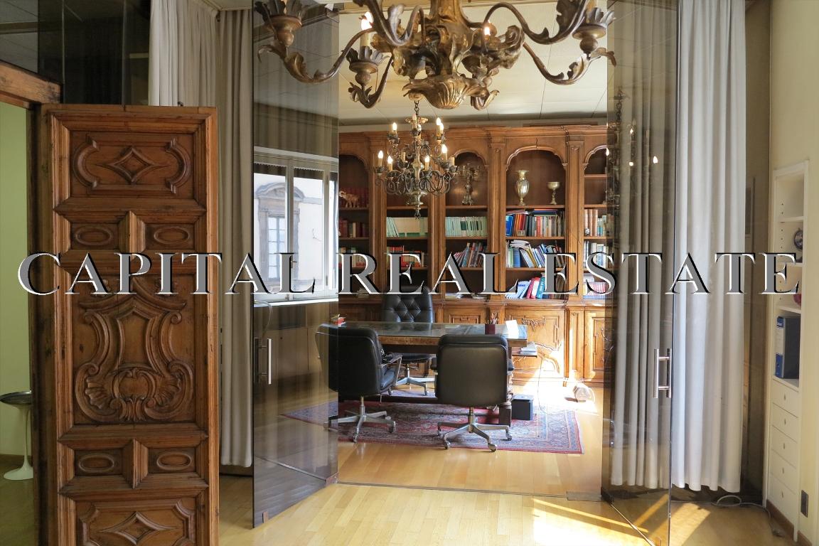 Piazza san babila prestigioso immobile a milano uffici for Uffici armani milano